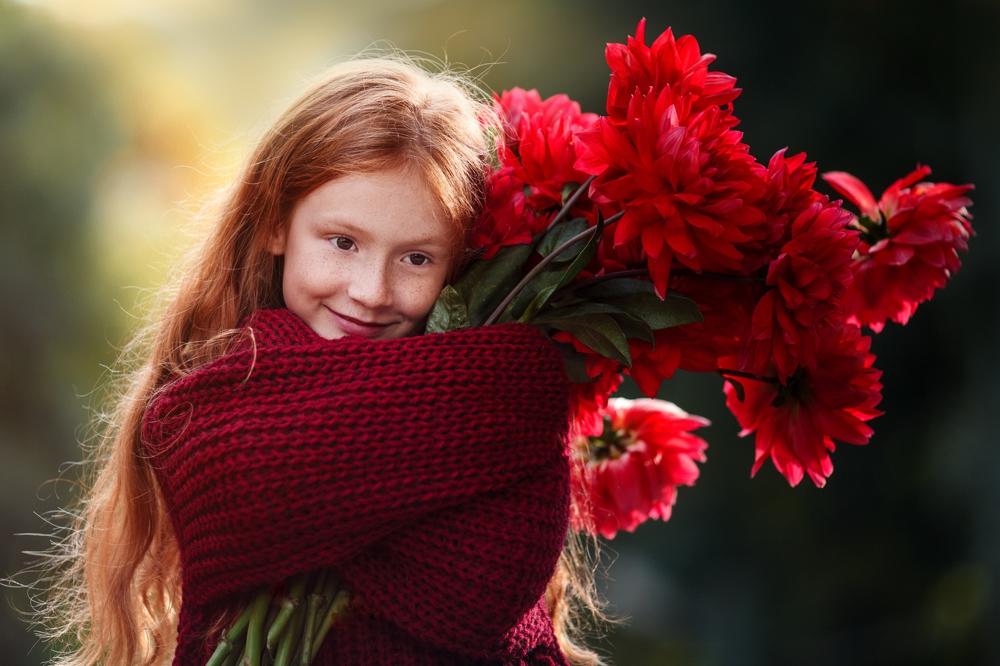 Šeimos vakarinė auksinė valanda fotosesija Kaunas Kaune lauke vaikai mergaitė vaikų rudeninė fotografė auksinis kadras